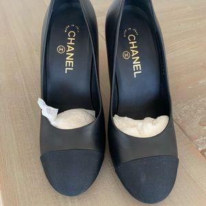 Chanel black leather pump 100% authentic